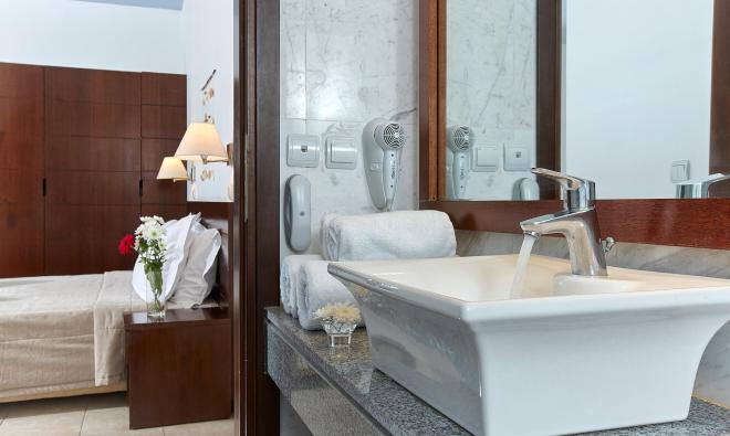 Arminda | Double bathroom